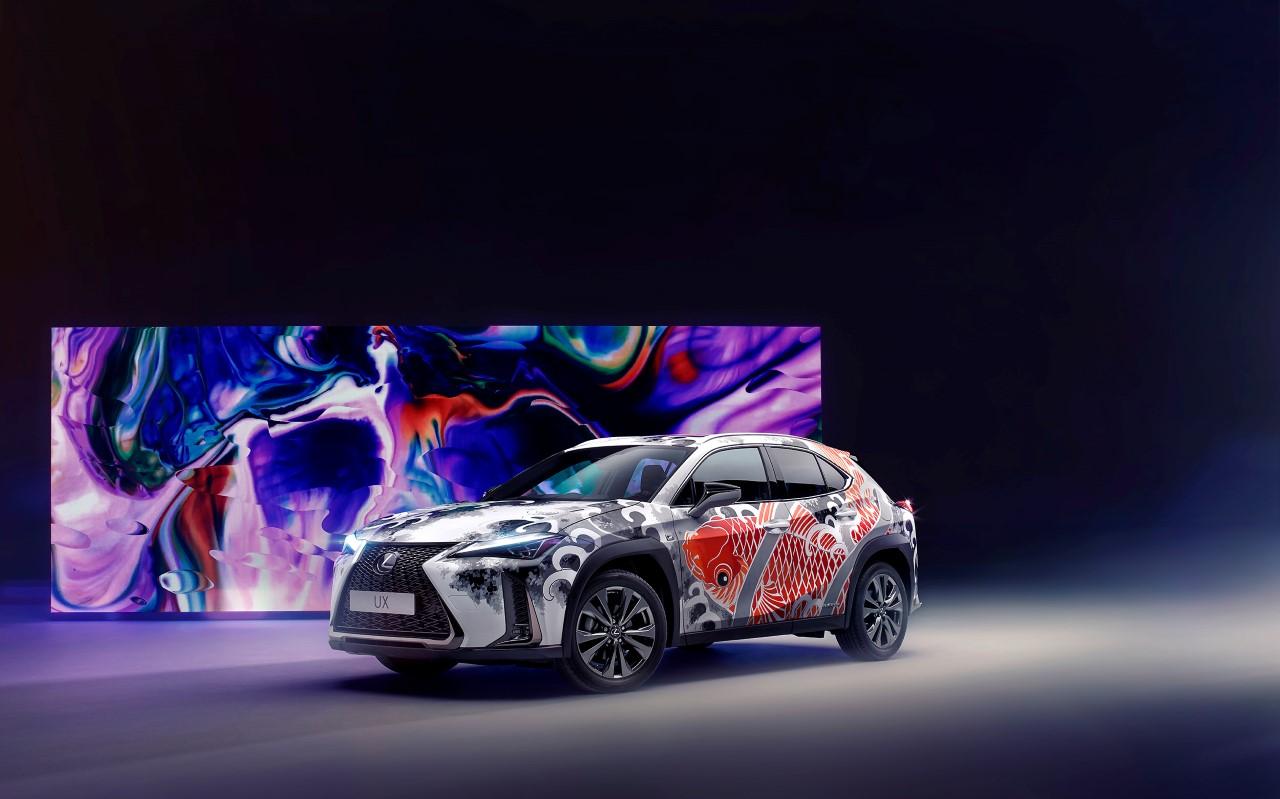 Prvé auto s tetovaním je Lexus UX