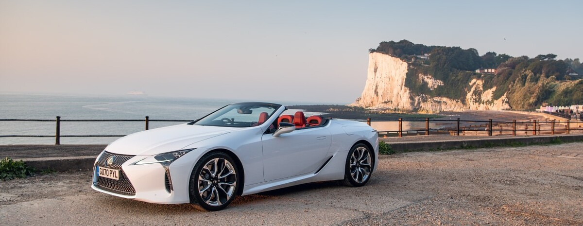 LEXUS LC CONVERTIBLE NAGRODZONY W KONKURSIE UK CAR OF THE YEAR AWARDS 2021